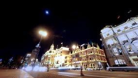 Κυκλοφορία & πεζός φραγμάτων της Σαγκάη χρονικού σφάλματος τη νύχτα, ντεμοντέ επιχειρησιακό κτήριο απόθεμα βίντεο