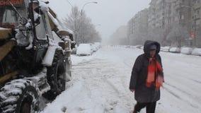 Κυκλοφορία που επιβραδύνεται από το χιόνι απόθεμα βίντεο