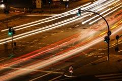 Κυκλοφορία πόλεων τη νύχτα Στοκ Φωτογραφία