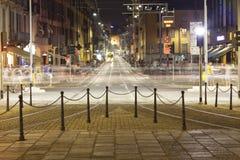 Κυκλοφορία, πόλη του Μιλάνου, θερινή νύχτα Εικόνα χρώματος Στοκ Εικόνα