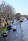 Κυκλοφορία σε ένα Sena ανάχωμα στο Παρίσι Στοκ φωτογραφία με δικαίωμα ελεύθερης χρήσης