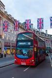 Κυκλοφορία στην οδό αντιβασιλέων, Λονδίνο, UK, στο σούρουπο Στοκ Εικόνες