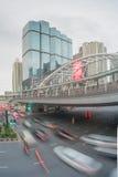 Κυκλοφορία στην περιοχή Sathorn, Μπανγκόκ, Ταϊλάνδη Αυτοκίνητα με την κίνηση θαμπάδων Στοκ εικόνες με δικαίωμα ελεύθερης χρήσης