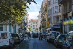 Κυκλοφορία των ανθρώπων στις οδούς φωτεινή Νίκαια, κυανή ακτή σε Fra Στοκ εικόνες με δικαίωμα ελεύθερης χρήσης