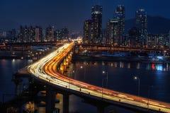 Κυκλοφορία ώρας κυκλοφοριακής αιχμής πέρα από τη γέφυρα Cheongdam Στοκ Εικόνα