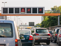 Κυκλοφοριακή συμφόρηση μετά από το ατύχημα στην εθνική οδό, Βιέννη, Αυστρία Στοκ Εικόνες