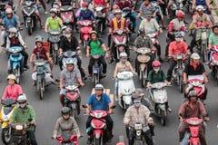 Κυκλοφοριακή συμφόρηση - μηχανικό δίκυκλο στην ασιατική πόλη Στοκ Φωτογραφίες
