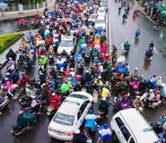 Κυκλοφοριακή συμφόρηση, πόλη της Ασίας, ώρα κυκλοφοριακής αιχμής, ημέρα βροχής Στοκ Εικόνα