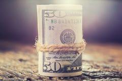 Κυλημένη δολάρια κινηματογράφηση σε πρώτο πλάνο τραπεζογραμματίων Αμερικανικά δολάρια χρημάτων μετρητών CL Στοκ Εικόνες