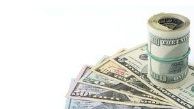 Κυλημένος εκατό δολάρια στα αμερικανικά χρήματα 5.10, 20, 50, νέος λογαριασμός σειράς υποβάθρου 100 δολαρίων Πολύ διάστημα αντιγρ Στοκ Φωτογραφίες