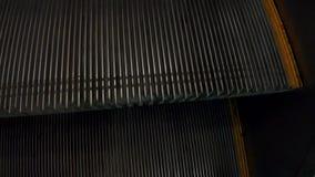 Κυλιόμενη σκάλα βημάτων στον υπόγειο απόθεμα βίντεο