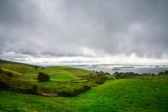 Κυλώντας πράσινοι λόφοι της Ιρλανδίας στοκ φωτογραφία με δικαίωμα ελεύθερης χρήσης