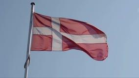 Κυματίζοντας δανική σημαία απόθεμα βίντεο