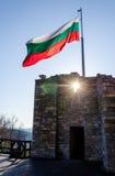 Κυματίζοντας βουλγαρική σημαία Στοκ Εικόνες