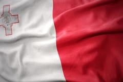 Κυματίζοντας ζωηρόχρωμη σημαία της Μάλτας Στοκ φωτογραφία με δικαίωμα ελεύθερης χρήσης
