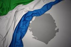Κυματίζοντας ζωηρόχρωμοι εθνική σημαία και χάρτης της Σιέρα Λεόνε διανυσματική απεικόνιση