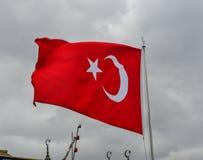 Κυματίζοντας σημαία υφάσματος της Τουρκίας στοκ εικόνες