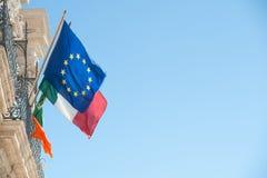 Κυματίζοντας σημαίες Στοκ εικόνα με δικαίωμα ελεύθερης χρήσης