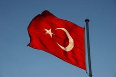 Κυματίζοντας τουρκική σημαία Στοκ Εικόνες