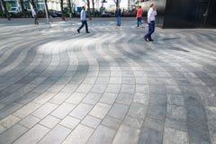 Κυματιστά κεραμίδια στην πλατεία του Μοντγκόμερυ στο Canary Wharf Στοκ εικόνα με δικαίωμα ελεύθερης χρήσης