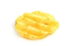 Κυματιστά τσιπ πατατών που απομονώνονται σε ένα άσπρο υπόβαθρο Στοκ Εικόνες