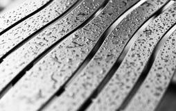 Κυματιστό μέταλλο bech με το υπόβαθρο σταγόνων βροχής Στοκ Εικόνα