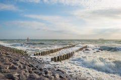 Κυματοθραύστης στη θάλασσα το καλοκαίρι Στοκ Φωτογραφίες