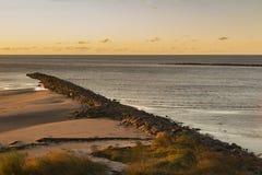 Κυματοθραύστης στο φως ηλιοβασιλέματος στοκ φωτογραφία με δικαίωμα ελεύθερης χρήσης