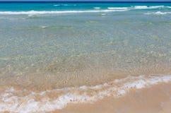 Κυματωγή θάλασσας στην παραλία Στοκ εικόνες με δικαίωμα ελεύθερης χρήσης