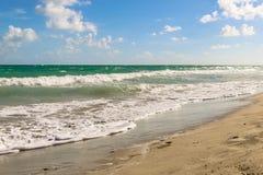 Κυματωγή στην ατλαντική ακτή, Κούβα, Varadero Στοκ Εικόνες