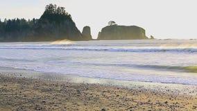 Κυματωγή στο ηλιοβασίλεμα στο Pacific Coast φιλμ μικρού μήκους