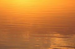 Κυματώσεις στο LIT νερού από τον ήλιο Στοκ Εικόνες