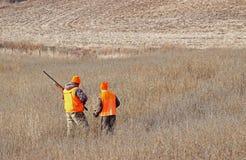 Κυνήγι δύο αγοριών Στοκ εικόνα με δικαίωμα ελεύθερης χρήσης