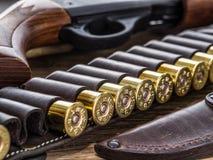 Κυνηγετικό όπλο δράσης αντλιών, κασέτα 12 μετρητών Στοκ Φωτογραφίες