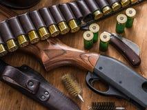 Κυνηγετικό όπλο δράσης αντλιών, κασέτα 12 μετρητών Στοκ Εικόνες