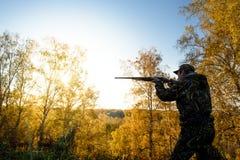 Κυνηγός στην αυγή Στοκ εικόνα με δικαίωμα ελεύθερης χρήσης