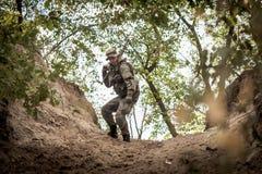 Κυνηγός στο δάσος στοκ φωτογραφίες