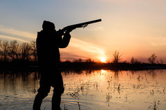 Κυνηγός στο ηλιοβασίλεμα Στοκ εικόνα με δικαίωμα ελεύθερης χρήσης