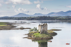 Κυνηγός του Castle στη λίμνη Laich σε Argyll, Σκωτία Στοκ εικόνες με δικαίωμα ελεύθερης χρήσης