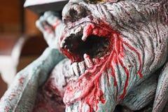 Κυνόδοντας του νεκρού ατόμου με το αίμα στοκ φωτογραφία με δικαίωμα ελεύθερης χρήσης
