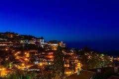 Κυπριακά του χωριού οδοί Pedoulas και σπίτια, πανόραμα νύχτας, Tro στοκ εικόνες με δικαίωμα ελεύθερης χρήσης