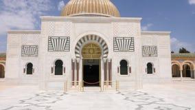 Κυρία είσοδος πορτών στο μαυσωλείο πόλη Τυνησία Προέδρου Habib Bourguiba Μοναστίρ Κεκλεισμένων των θυρών πυροβολισμός διαδρομής φιλμ μικρού μήκους