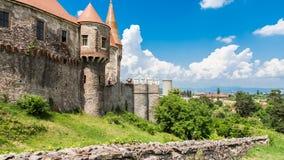 Κυρία είσοδος του Castle Corvins από τα παραλειπόμενα στοκ εικόνα
