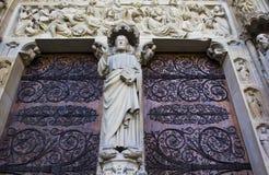 Κυρία είσοδος της Παναγίας των Παρισίων Στοκ Φωτογραφίες