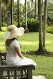 κυρία κήπων που κάθεται Στοκ Εικόνα