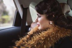 Κυρία με ένα σκουλαρίκι μαργαριταριών Στοκ Εικόνες