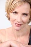 Κυρία με τα χρυσά μάτια Στοκ εικόνα με δικαίωμα ελεύθερης χρήσης
