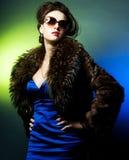 Κυρία μόδας με το πλάνο sunglasses Στοκ φωτογραφία με δικαίωμα ελεύθερης χρήσης