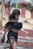 Κυρία μόδας με τις σγουρές τρίχες Στοκ εικόνες με δικαίωμα ελεύθερης χρήσης