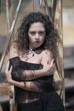 Κυρία μόδας με τις σγουρές τρίχες Στοκ Φωτογραφία
